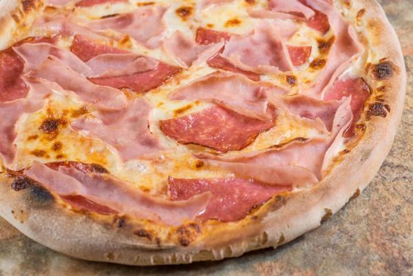 07. Pizza Prosciutto Salami