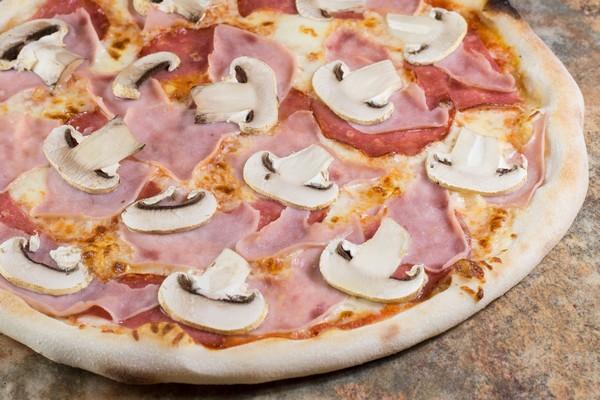 12. Pizza Prosciutto Funghi Salami