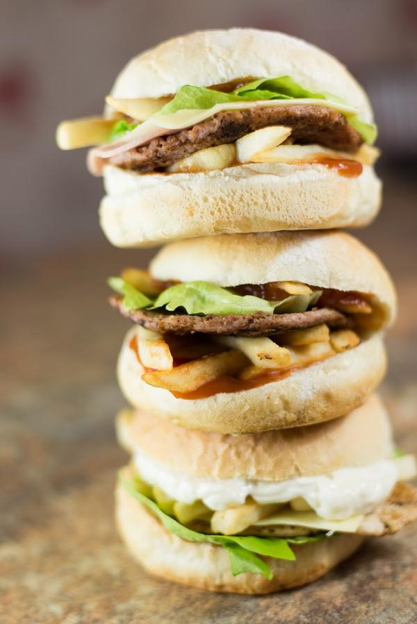 16. Hamburger Cascaval Pane