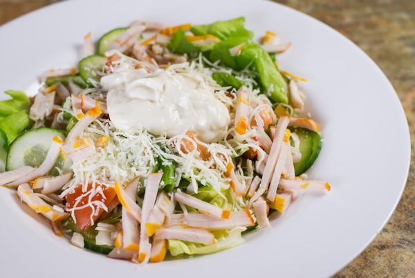 03. Salata cu pastrama de pui