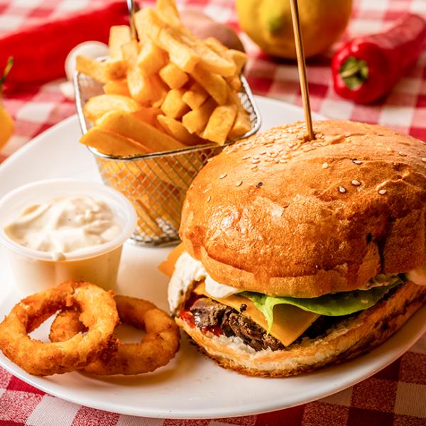 Hamburger cu Ficat si Cascaval