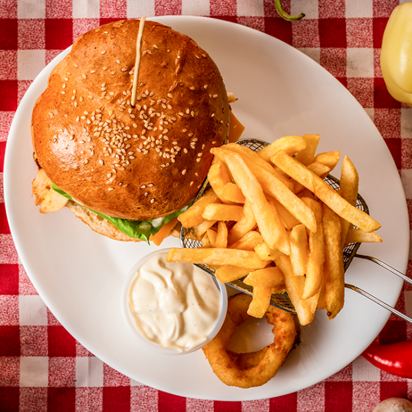Hamburger cu Cascaval Pane